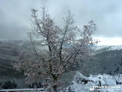 El Porrejón y Peña La Cabra; rutas de montaña; nieve en la sierra de madrid;viajes de aniversario